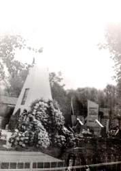памятник во дворе шкоды.jpg