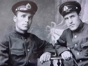 в Киеве с другом 1939 год (друг не известен).JPG